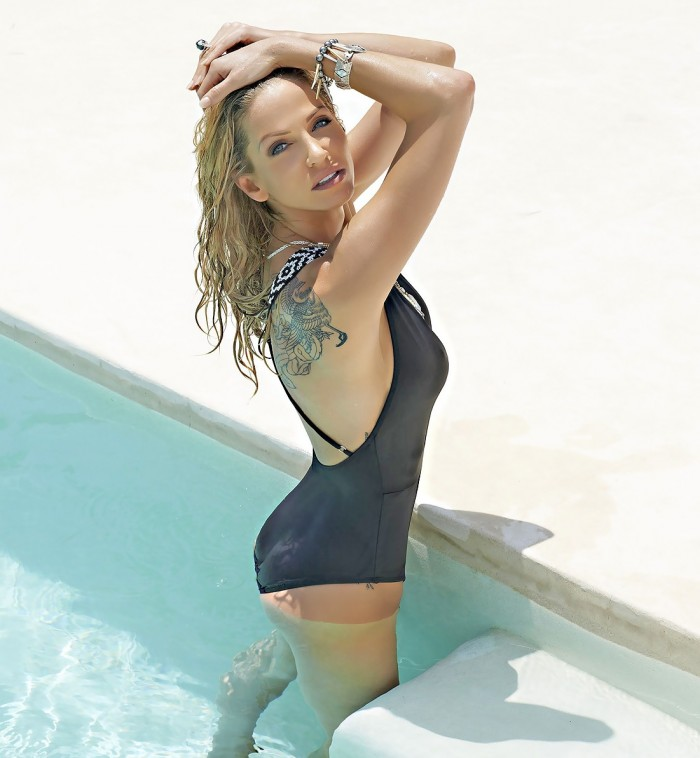 Sarah Harding est terriblement sexy en bikini