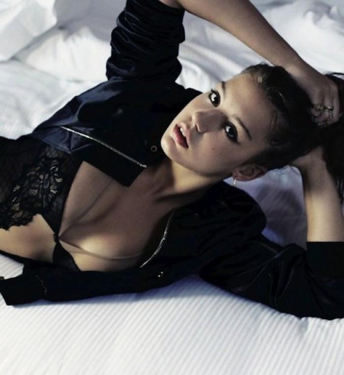 Adèle Exarchopoulos a un charme fou en lingerie
