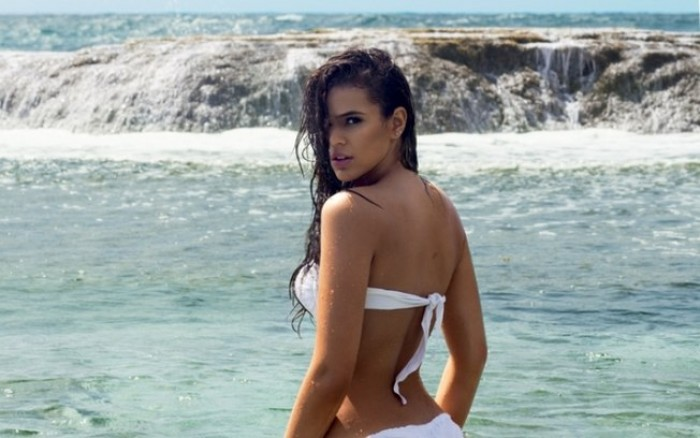 Bruna Marquezine ex copine du joueur de football Neymar torride en bikini
