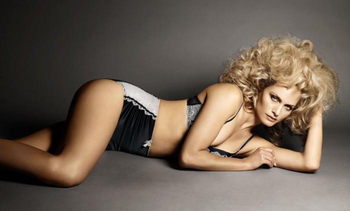 Amber Valletta vue dans le Transporteur 2 est très sexy