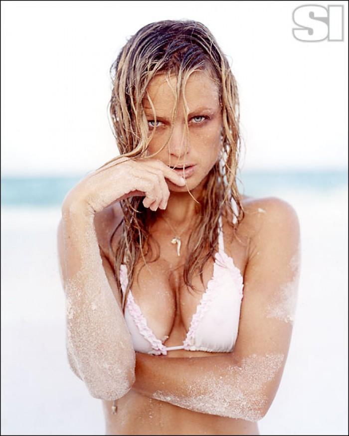 Carolyn Murphy torride en bikini