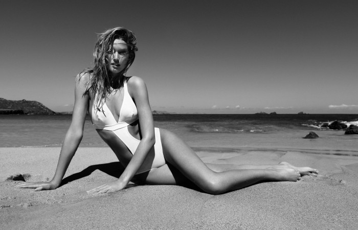 Toni Garrn est juste sublime en maillot de bain