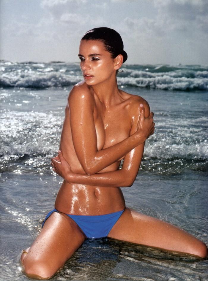 Fernanda Motta est une déesse en maillot de bain
