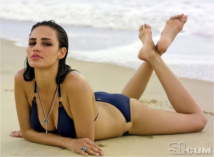 Fernanda Tavares est juste superbe en bikini