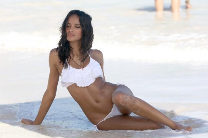 Gracie Calvalho terriblement sexy en lingerie