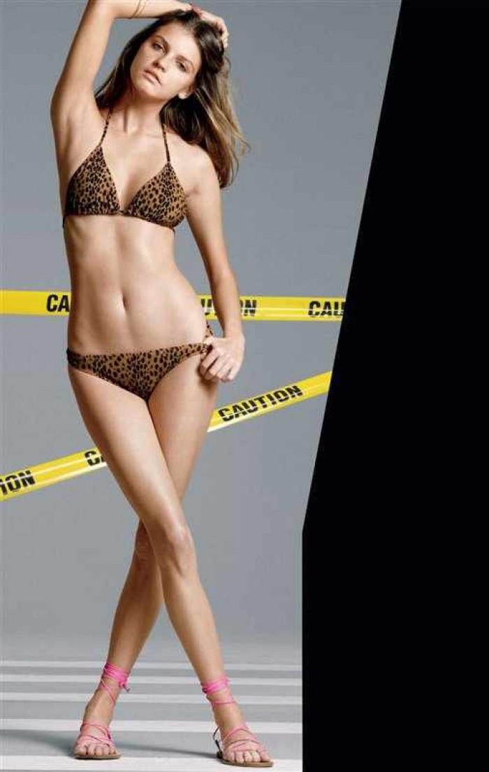 La sublime Jeisa Chiminazzo est canon en lingerie