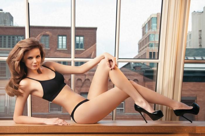 Flavia de Oliveira est magnifique en lingerie