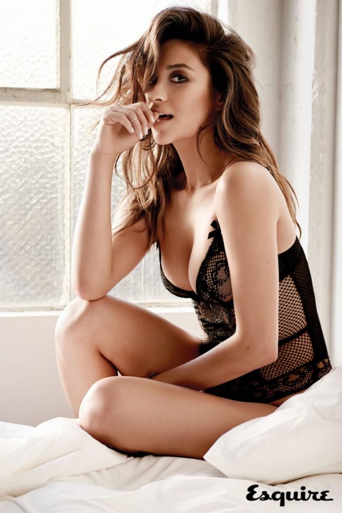 Shay Mitchell de la série Pretty Little Liars sublime en lingerie