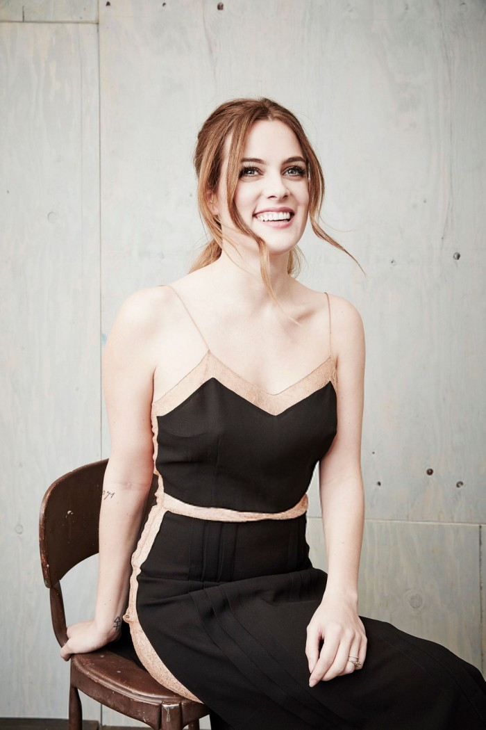 La belle Riley Keough terriblement sexy en lingerie