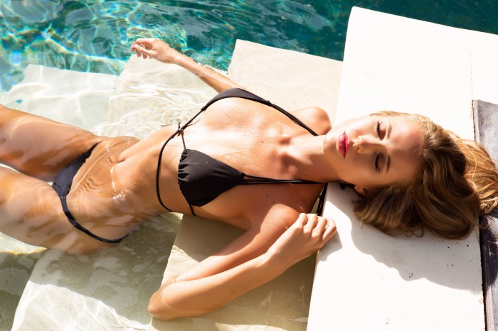 Renee Somerfield mannequin bikini vraiment torride