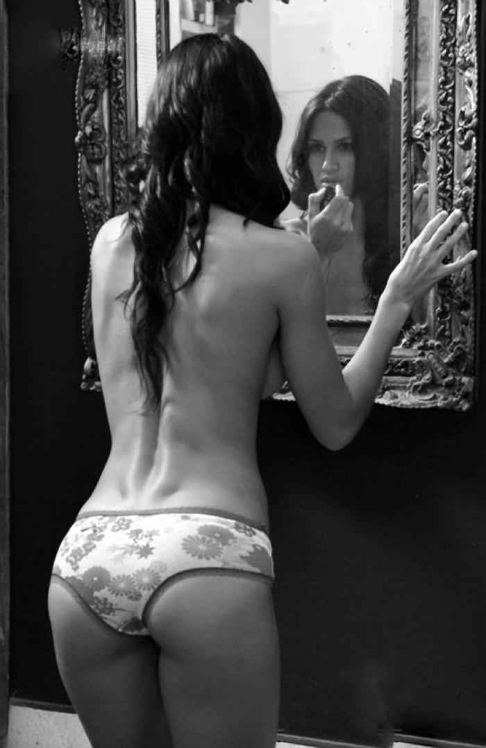 Leryn Franco fait monter la température en bikini