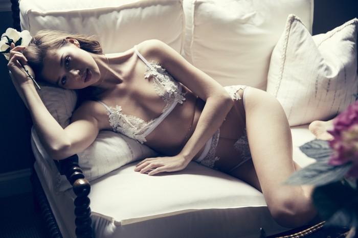 Anais Pouliot vous fracture l'œil en lingerie sexy