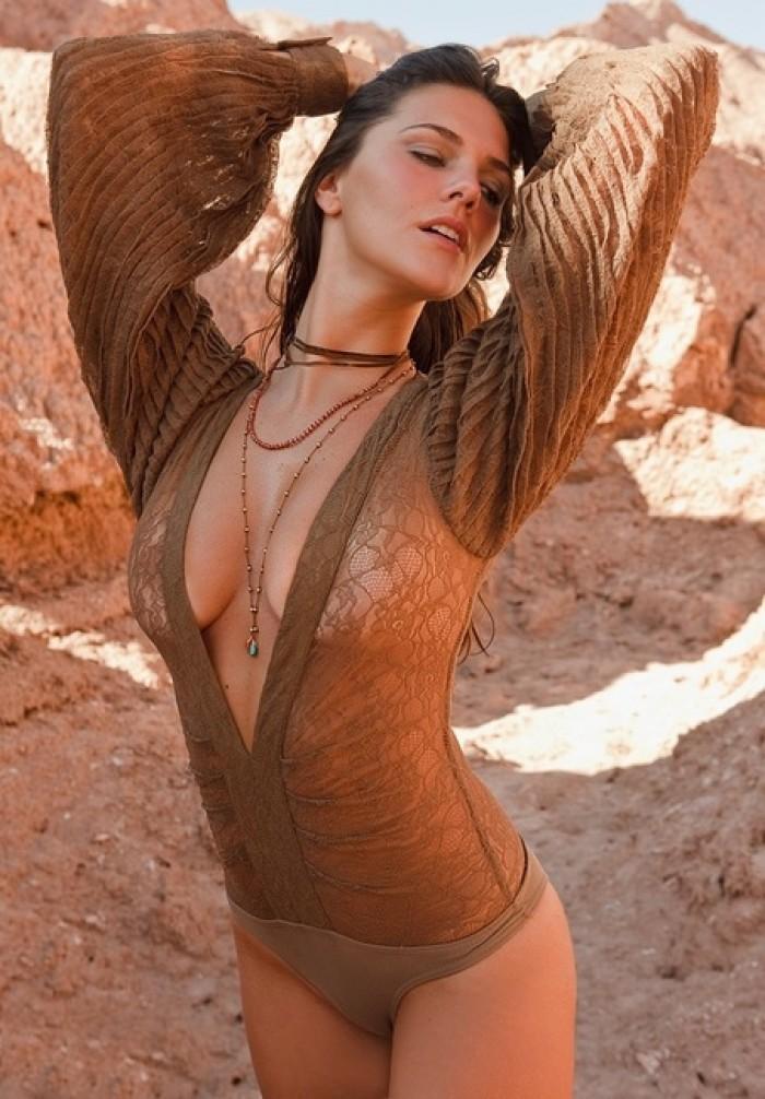 Daniella Sarahyba est magnifique en bikini