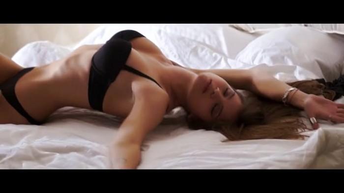 igoRajon nous offre la superbe vidéo Passion in Bed