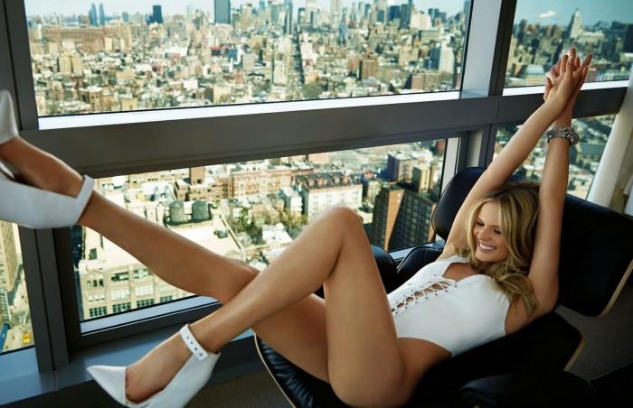 La sublime Anne Vyalitsyna est super sexy en lingerie