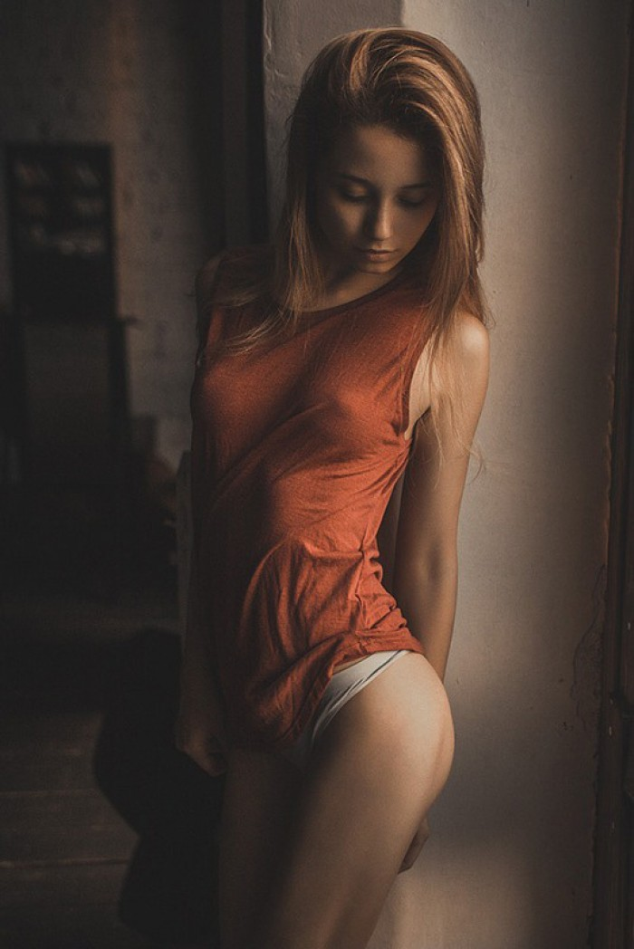 Ces tenues transparentes qui laissent voir de biens jolis seins
