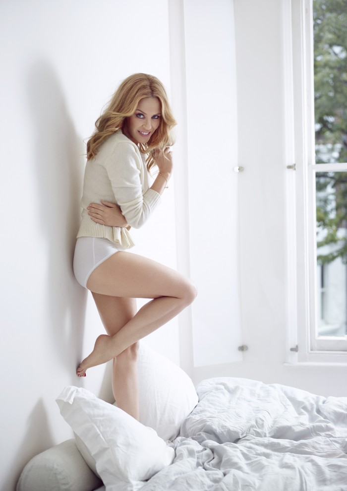 La belle Kylie Minogue est toujours aussi hot