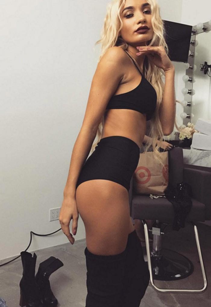 Pia Mia Perez est une jeune blonde pleine de charme