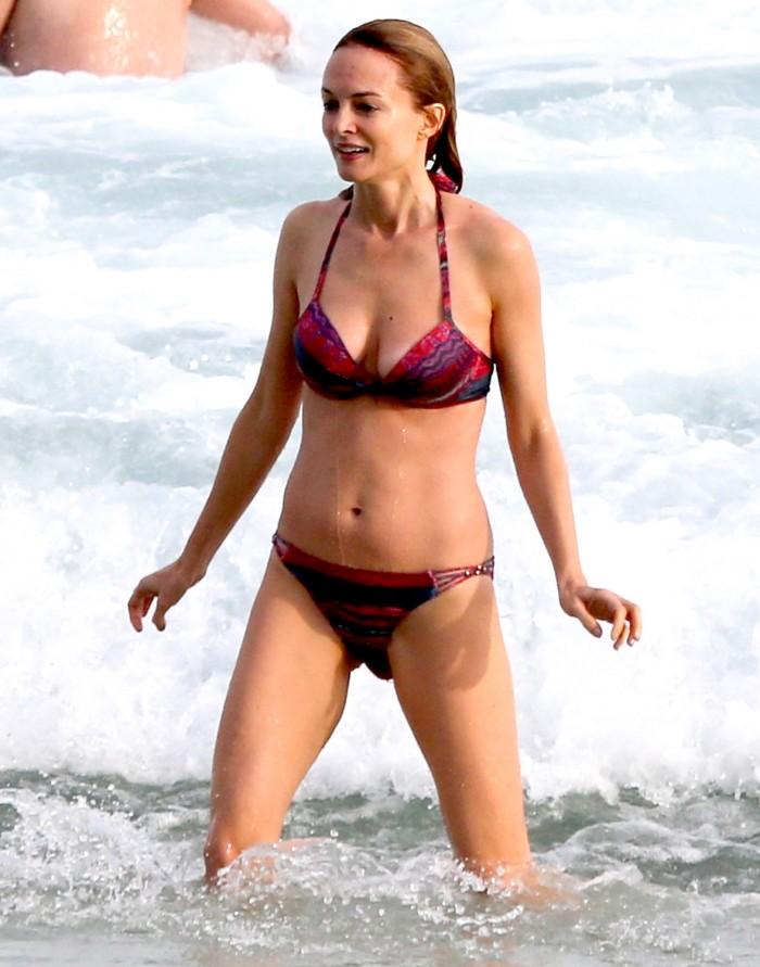 Heather Graham est terriblement sexy en maillot de bain