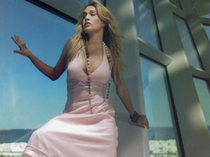 Carrie Underwood est une femme sexy en bikini
