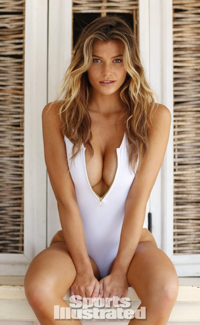 Samantha Hoopes est un canon que ce soit en lingerie ou bikini
