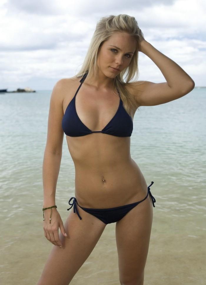Laura Vandervoort est sublime en lingerie