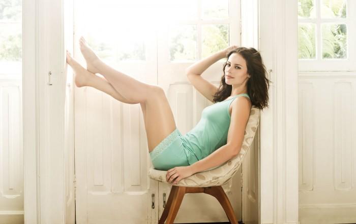 Paolla Oliveira a un corps magnifique et une lingerie sexy