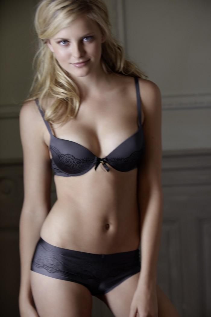 Petra Silander fait fantasmer beaucoup d'hommes en lingerie