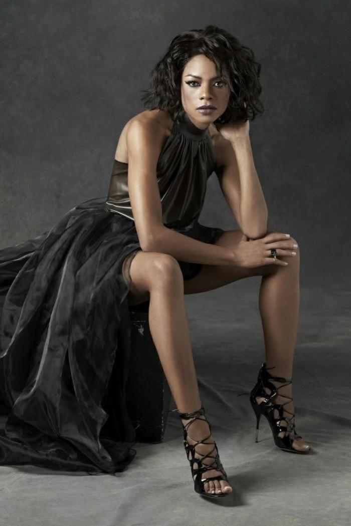 Naomie Harris la belle Moneypenny dans 007 est très sexy en lingerie