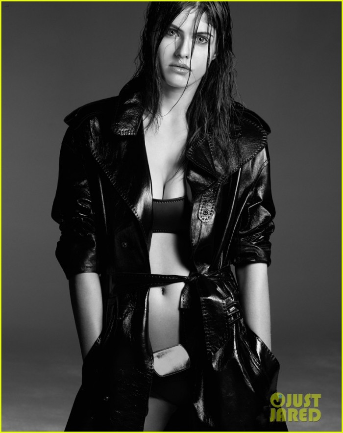 La belle Nicola Peltz sexy en bikini