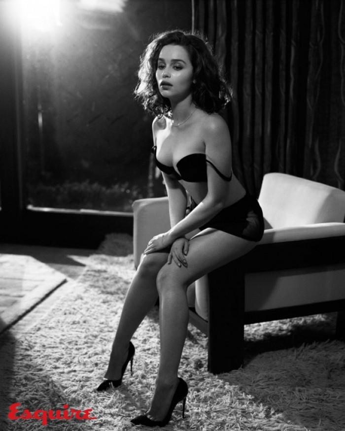 Pour tous les fans de Game Of Thrones la superbe Emilia Clarke (Daenerys Targaryen)