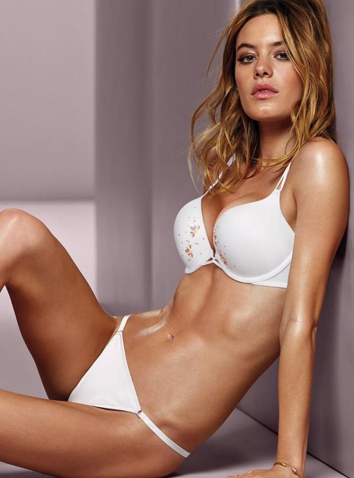Camille Rowe la beauté française en lingerie