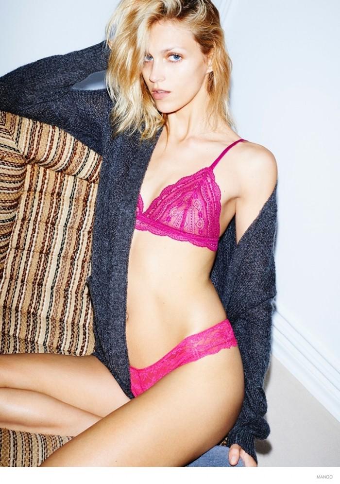 Anja Rubik pose parfaitement bien en lingerie