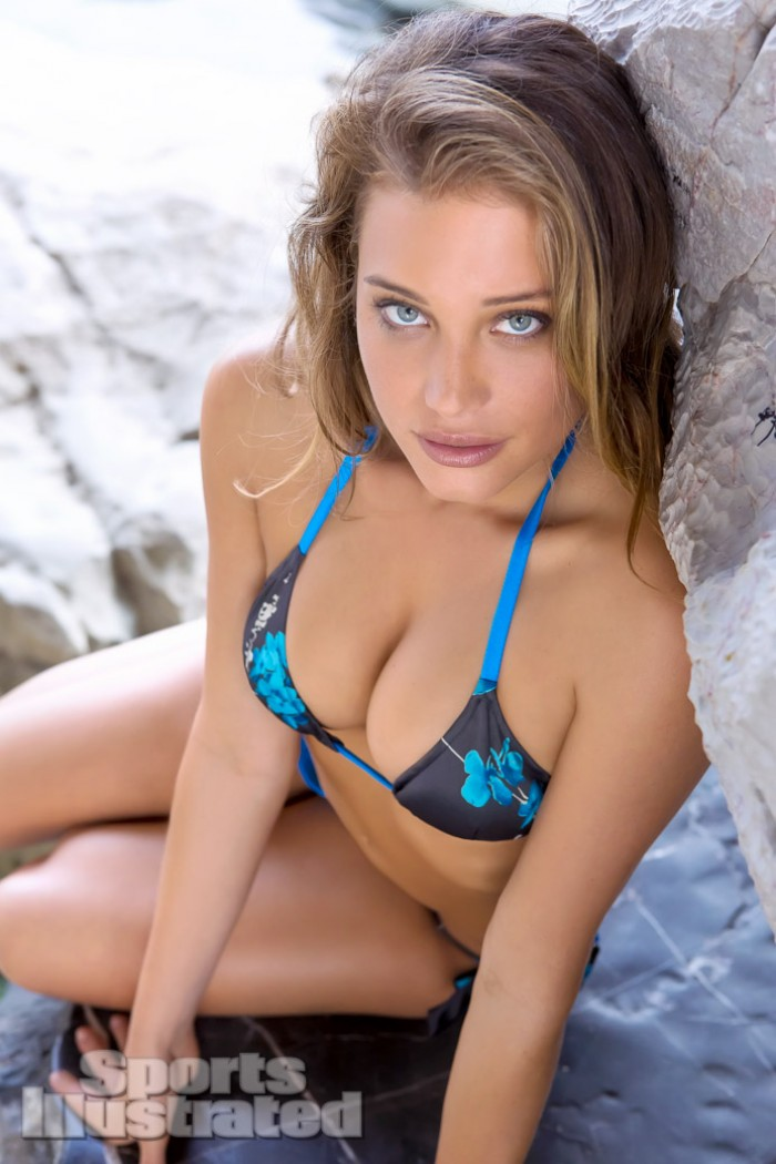 Hannah Davis porte toujours aussi bien le bikini