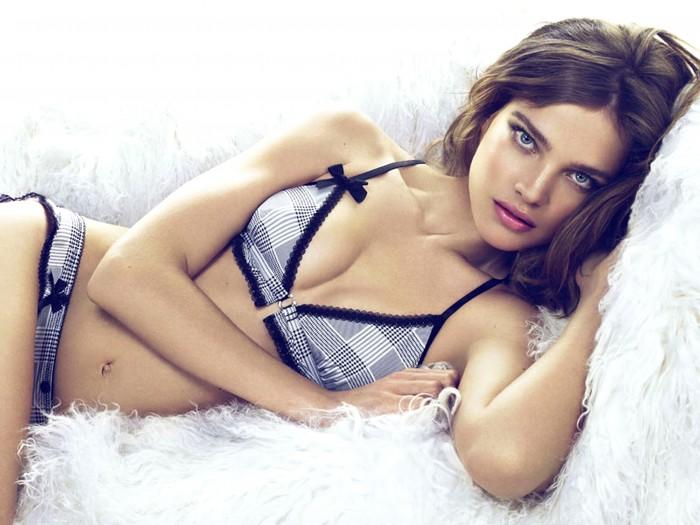 La splendide Natalia Vodianova est très belle en lingerie
