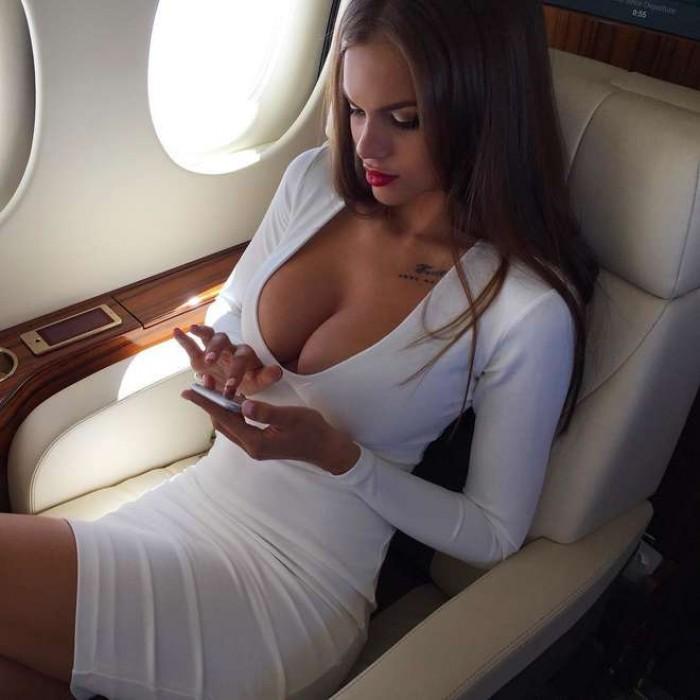Viki Odintcova est super torride en sous-vêtements