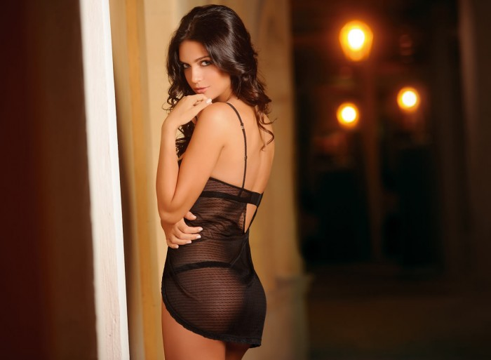 Admirez la sexy Anara Atanes