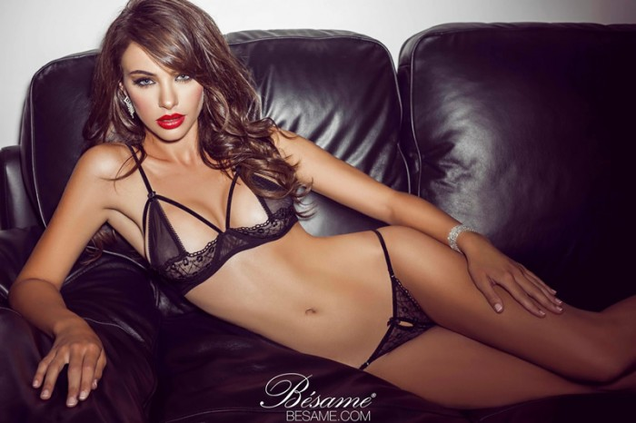 Nicole Meyer: 20 photos sexy en maillot et lingerie fine !