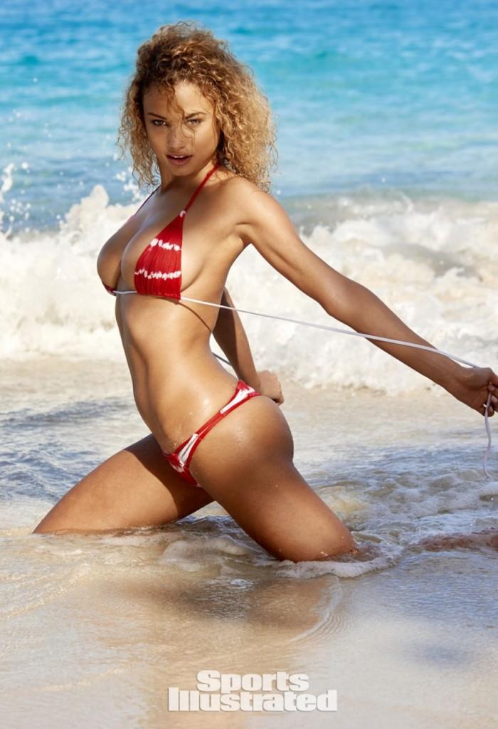 Rose Bertram (femme de Gregory Van der Wiel) en maillot de bain et Topless sur la plage