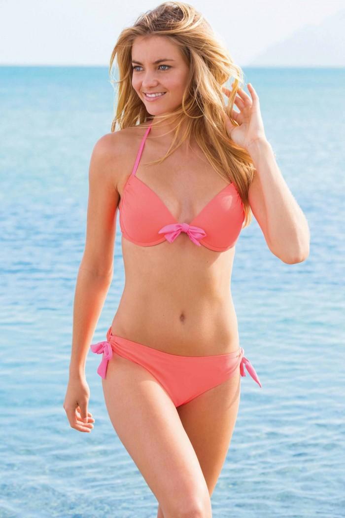 Elyse Taylor est une mannequin torride en bikini