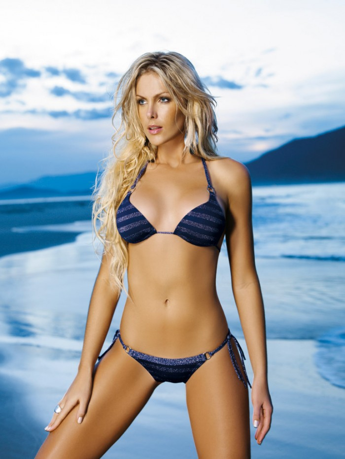 Ana Hickmann est un vrai canon en bikini