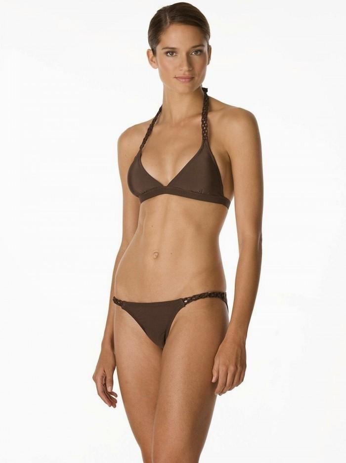 Lindsay Frimodt est vraiment superbe en lingerie