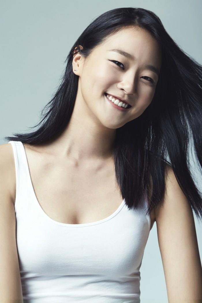 Hyoni Kang est sublime en dessous sexy