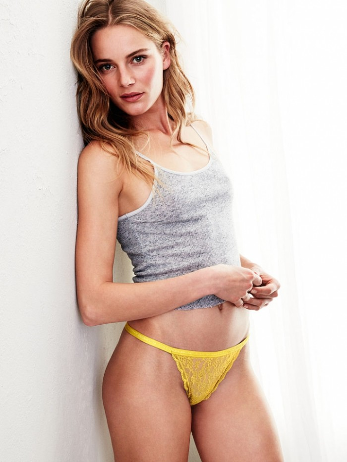 Ieva Laguna en lingerie est une vraie bombe