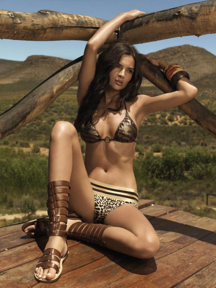 Jennifer Lamiraqui est une Française magnifique en lingerie