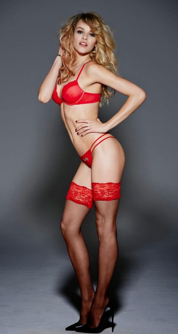 Ginta Lapina est magnifique en lingerie