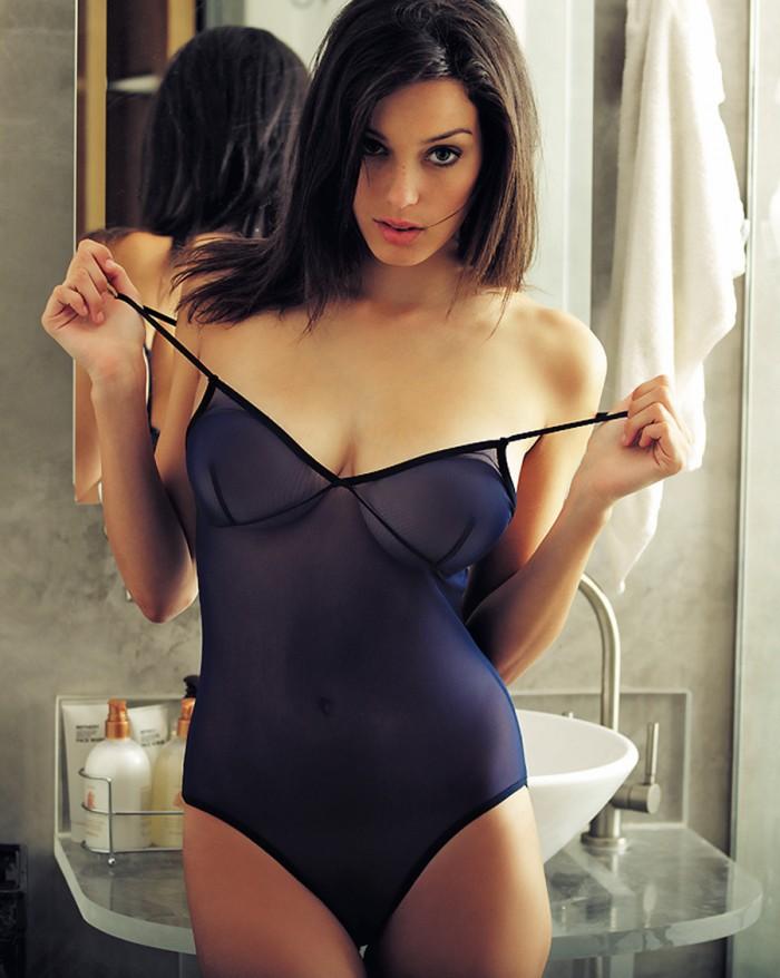 Denise Schaefer est magnifique en sous-vêtements