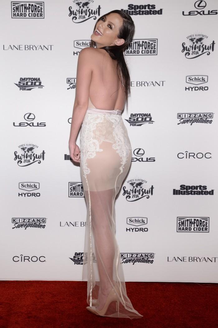 Mia Kang pose en bikini et on adore ça