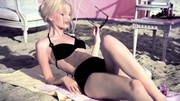 Daphne Groeneveld dévoile ses jolies courbes en lingerie