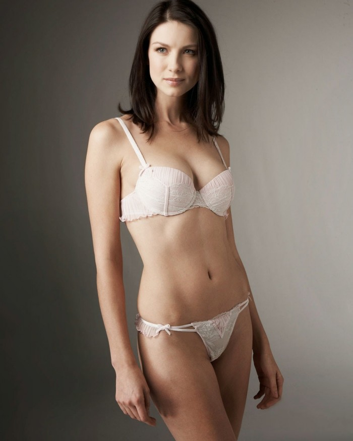 Caitriona Balfe visible dans Money Monster est torride en lingerie